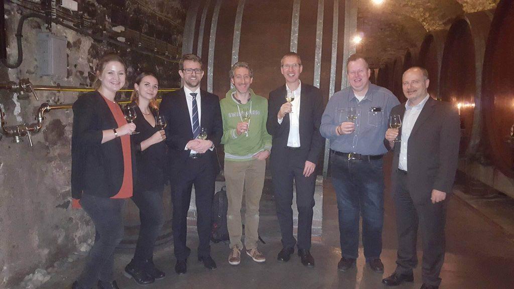 Sophos, bitbone AG und Kunden bei der Weinprobe im Hofkeller der Residenz Würzburg